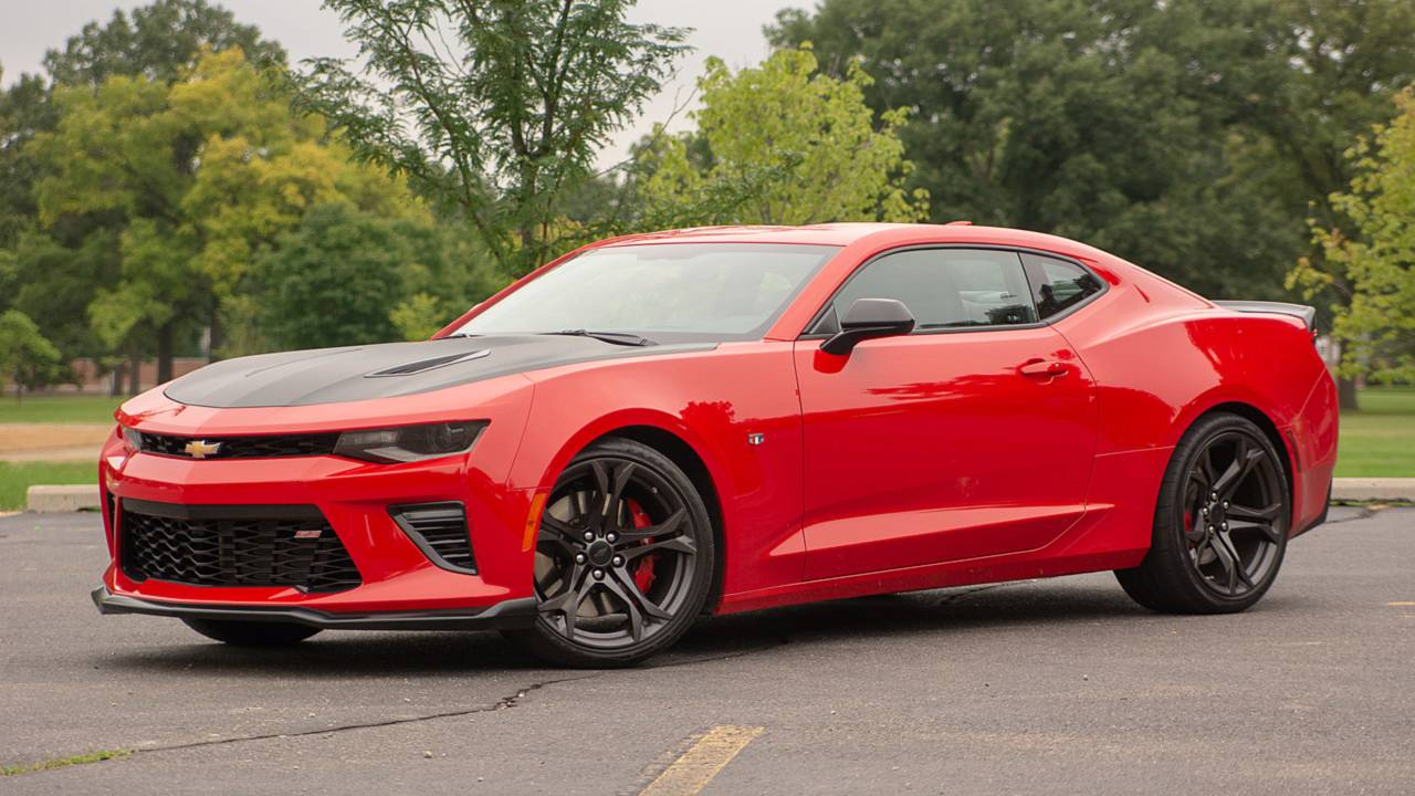 Chevy Muscle Cars >> 9 Reasons The Chevrolet Camaro 1le Is Our Favorite Muscle Car
