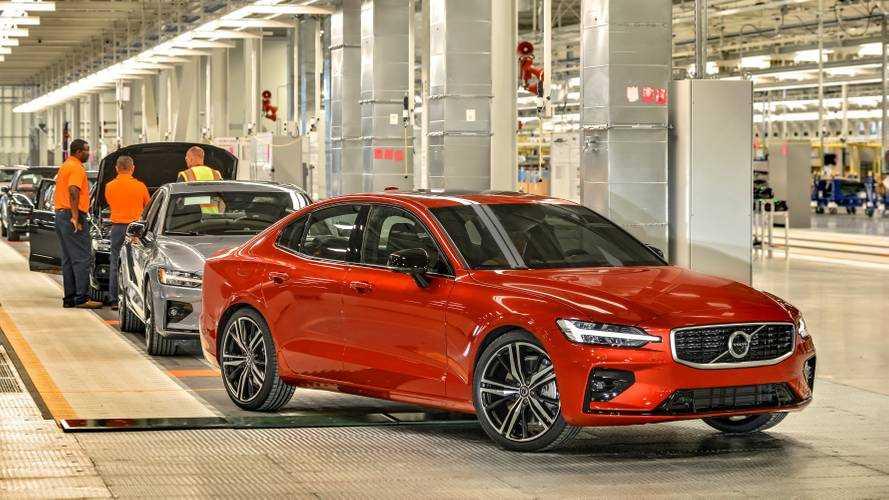 Autót ad a Volvo annak, aki a Super Bowl helyett S60-as modelljüket nézi