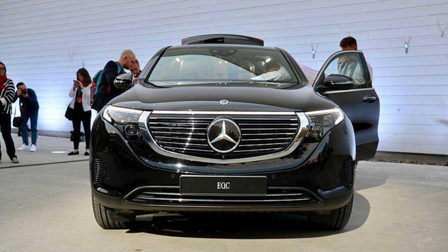 """Szándékosan választott """"egyszerű"""" designt elektromos crossoverének a Mercedes"""