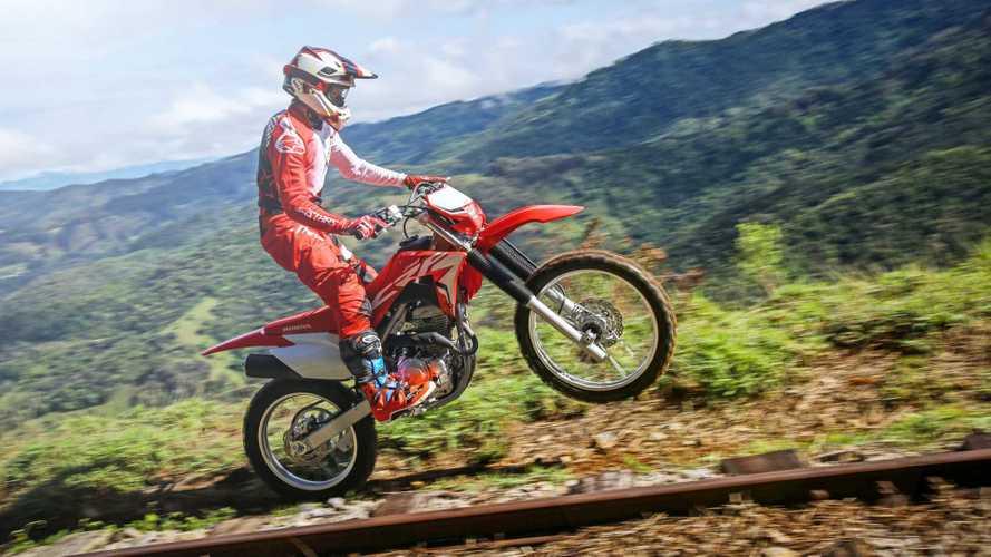 Com motor da CB Twister, nova Honda CRF 250F 2019 chega por R$ 14.990