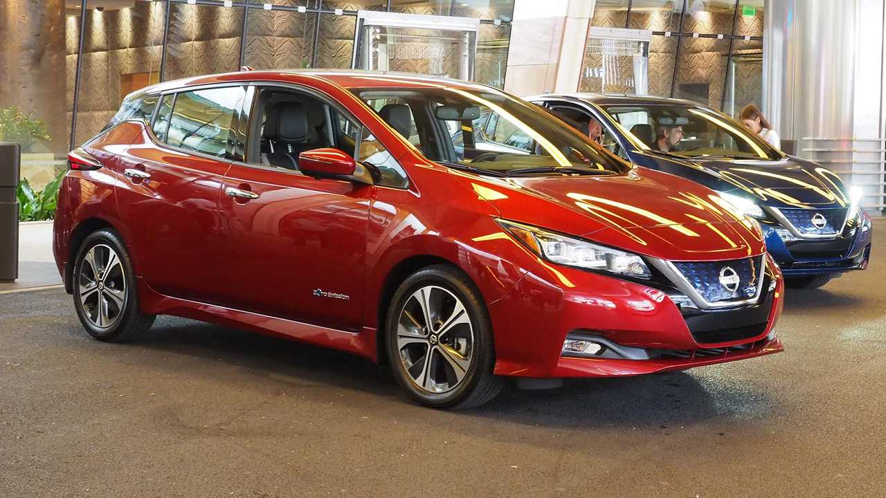 2018 Nissan Leaf in red