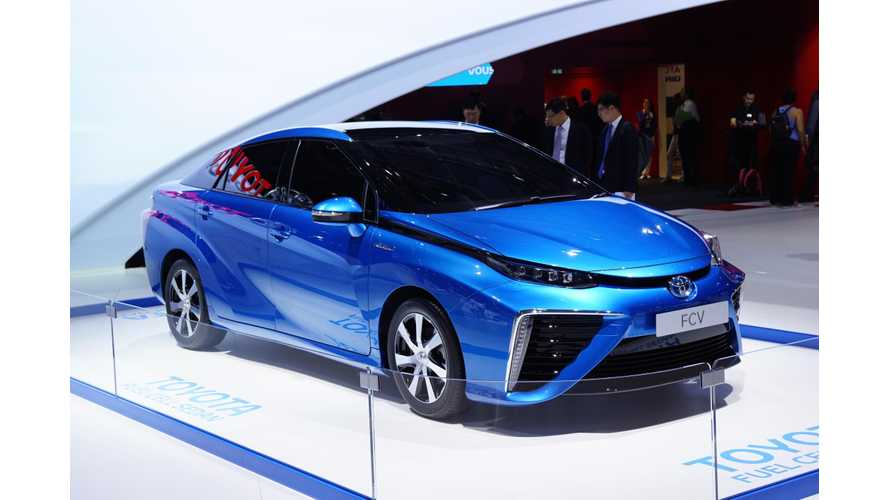 2014 Paris Motor Show: Toyota Fuel Cell Sedan