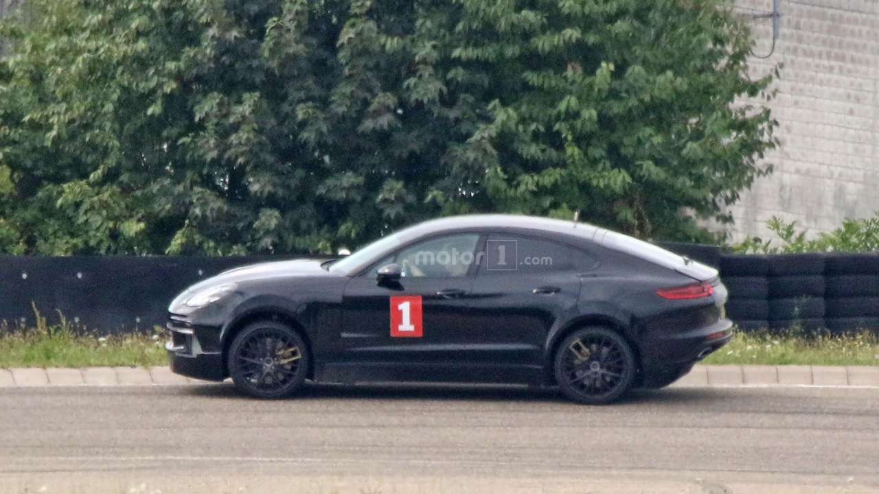 Porsche Cayenne 'Coupé' mule photos espion