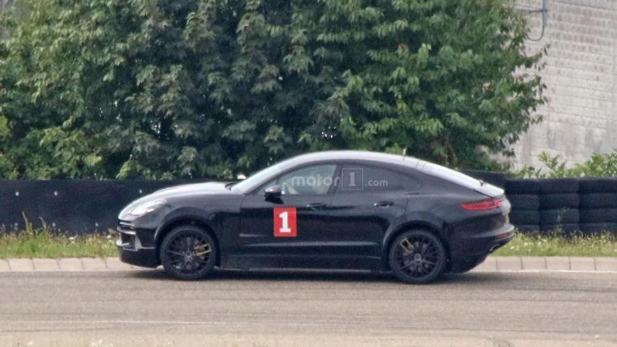 Le mulet du SUV Porsche récemment surpris embarquerait une motorisation électrique