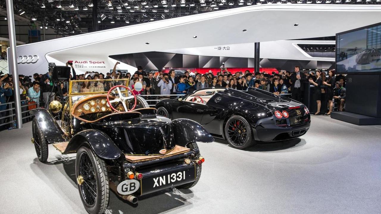 Bugatti Veyron Grand Sport Vitesse Black Bess brings a golden glow ...