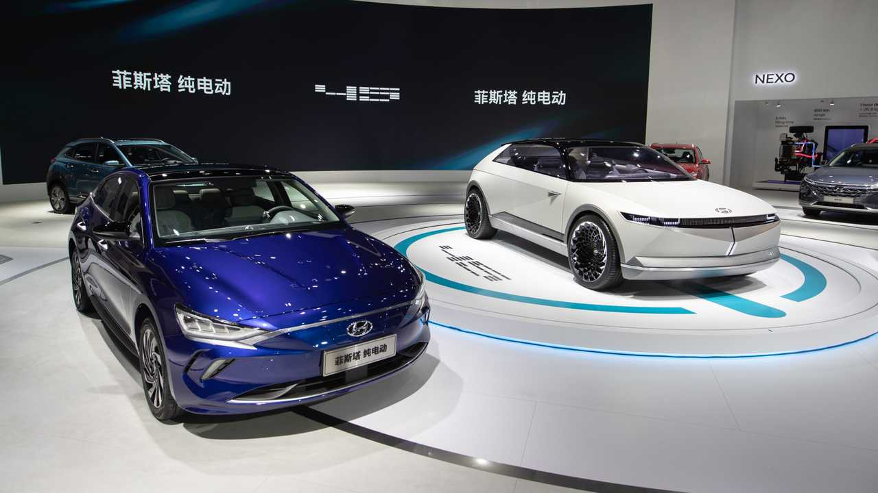 Hyundai Lafesta EV (left) and Hyundai 45 EV concept (right)