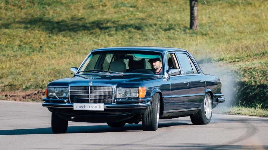 Diese Mercedes S-Klasse (W 116) hat einen modernen AMG-Motor