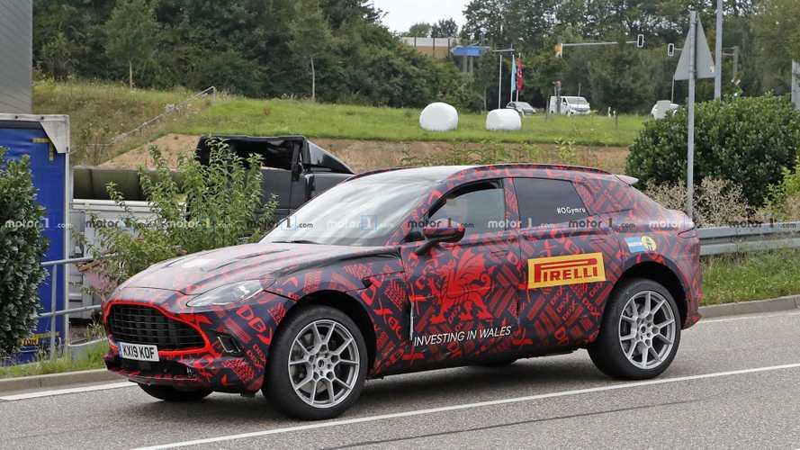 2020 Aston Martin DBX üretim gövdesiyle yakalandı