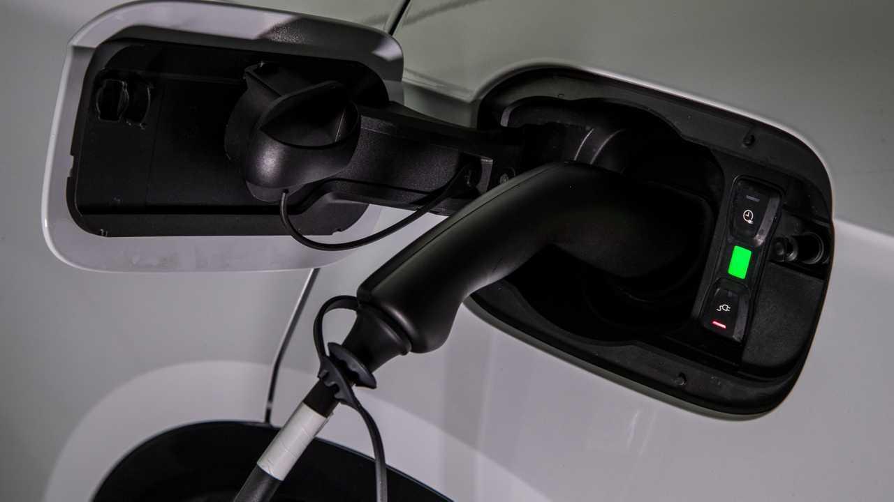 Audi, l'ibrido è solo plug-in