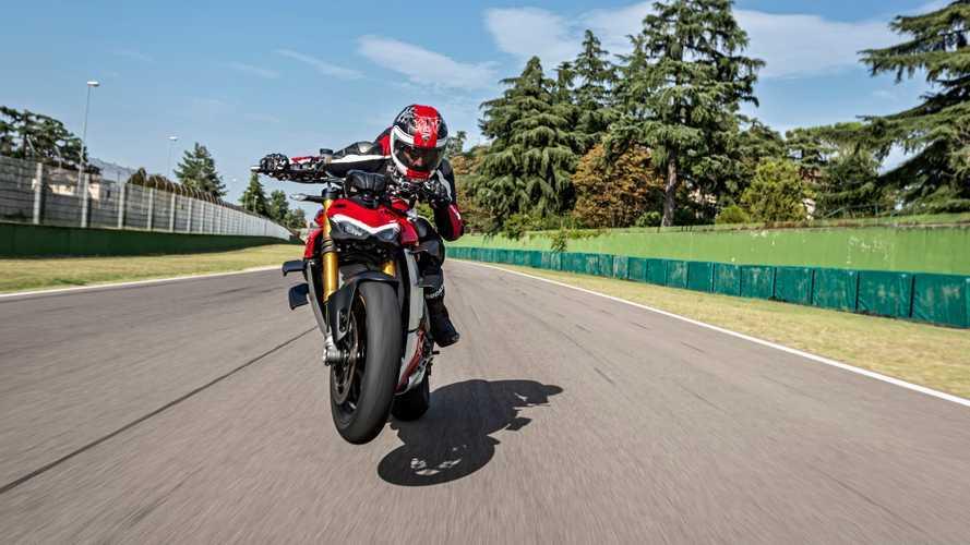 Ducati Streetfighter V4, la hyper-naked corre in streaming