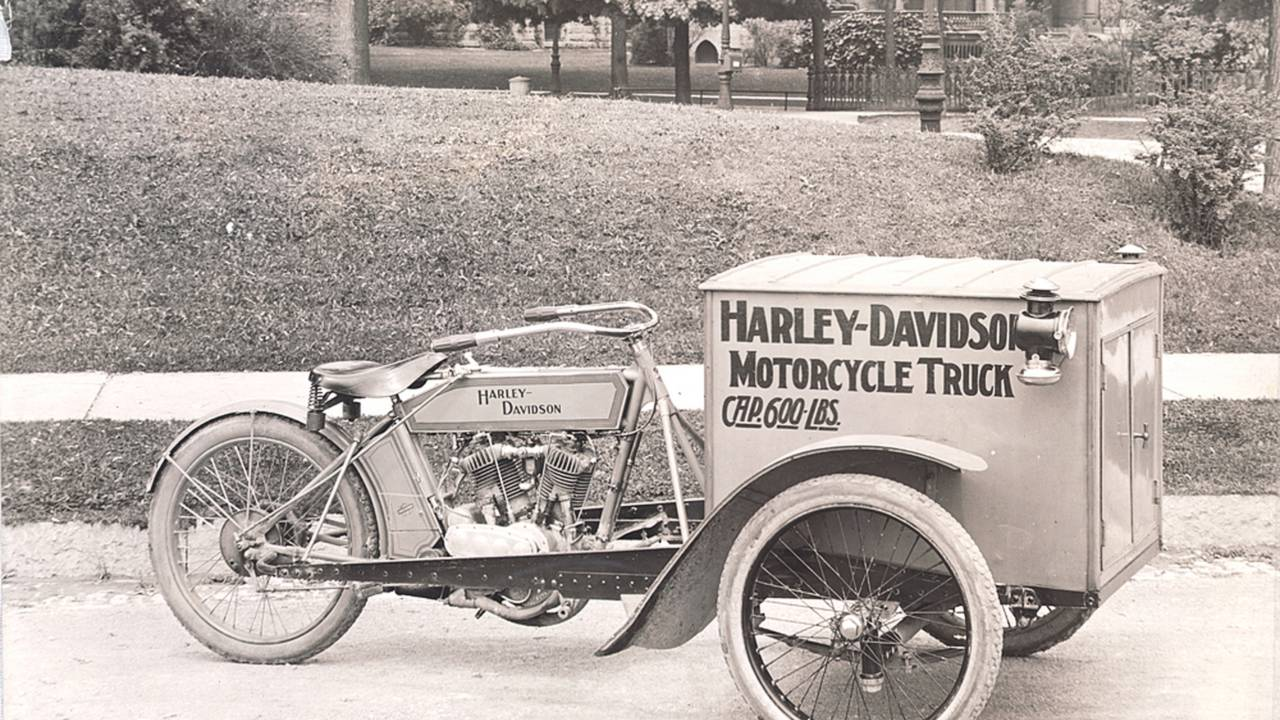 1913 motorcycle truck. Photo courtesy of the HD-Archives.