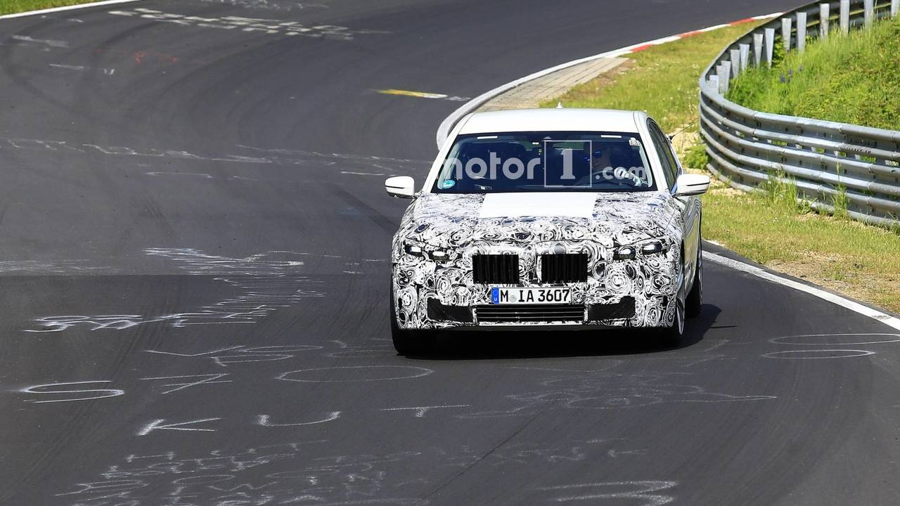 Makyajlı BMW 7 Serisi casus fotoğraflar