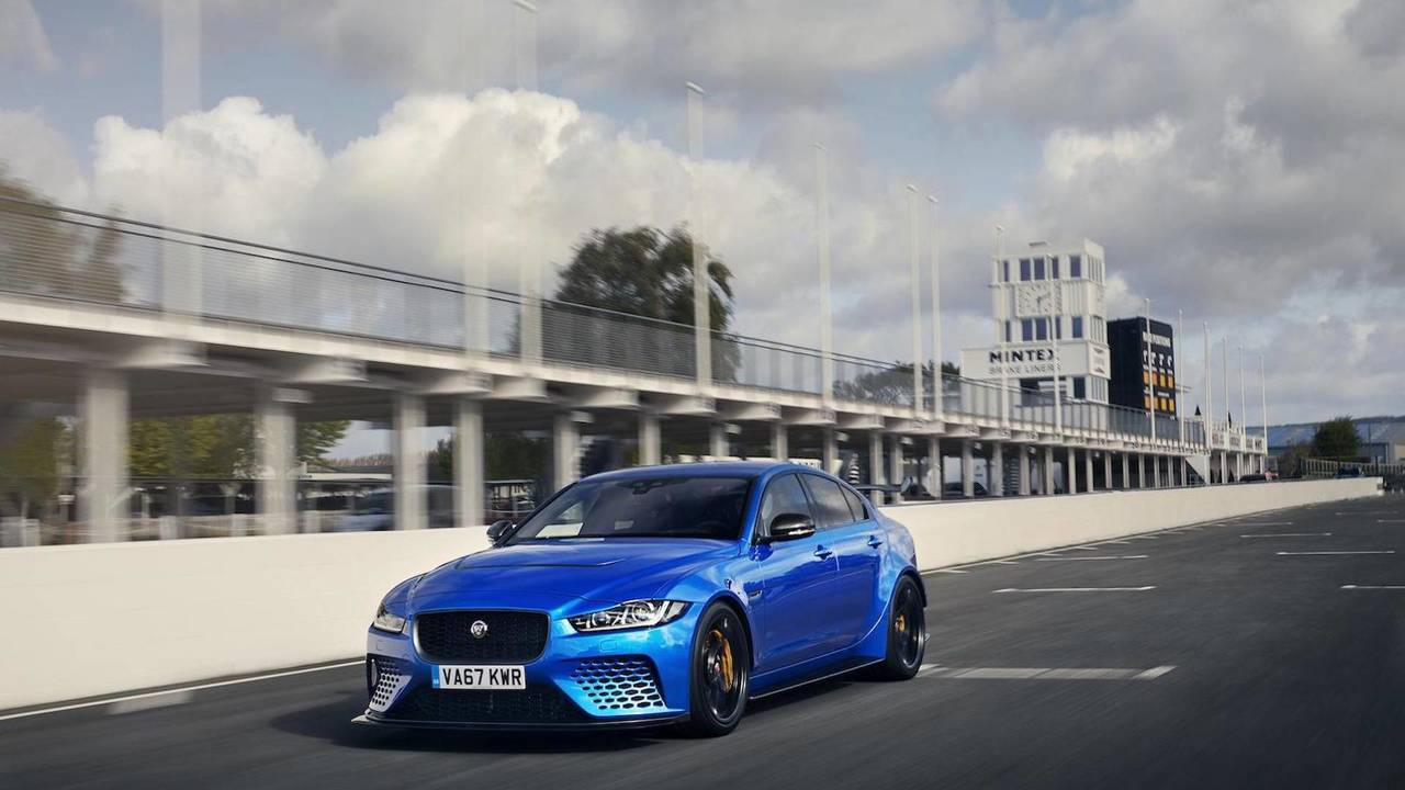 Jaguar XE SV Project 8 en el circuito de Goodwood