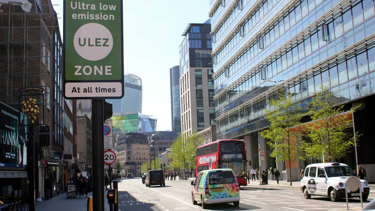 ULEZ charge congestion warning sign in central London