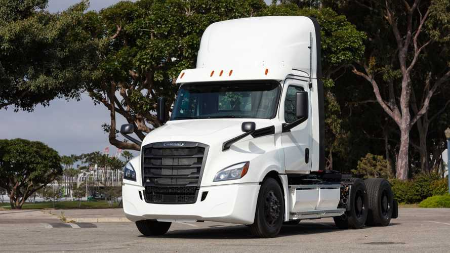 Daimler Builds First Two Electric Freightliner eCascadia For Customers