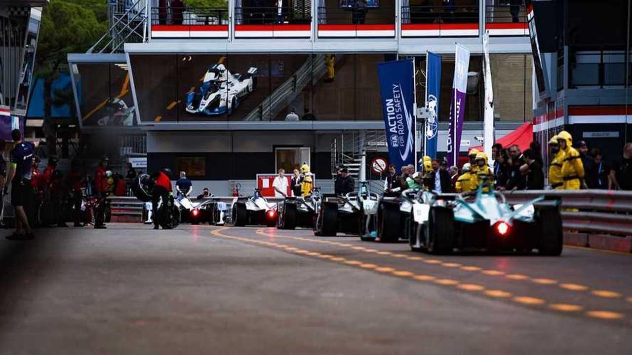 Les Formule E dans les stands à Monaco