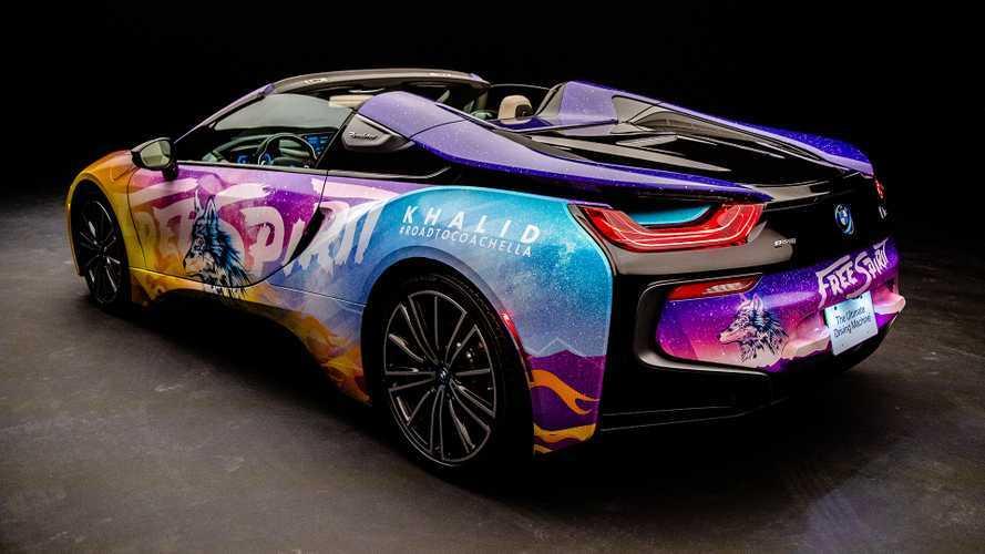 BMW i8, así de colorido luce en el Festival Coachella 2019
