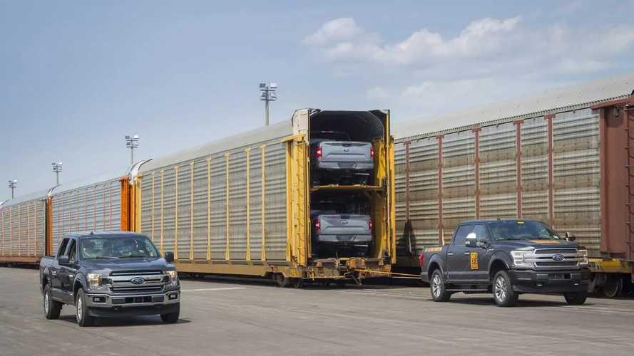 Videón, ahogy az elektromos Ford F-150 több, mint 450 tonnát vontat