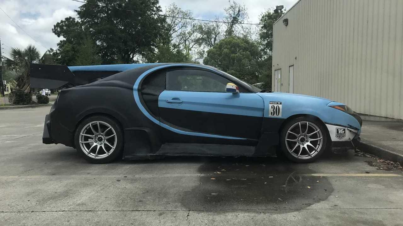 Hyundai Coupe déguisée en Bugatti Chiron