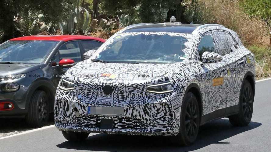 SUV elétrico Volkswagen I.D. Crozz surge com carroceria de produção