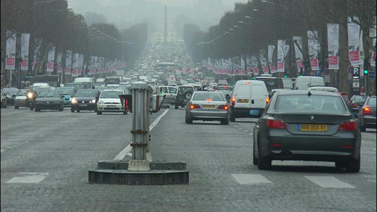 [Copertina] - La Francia dichiara guerra al diesel