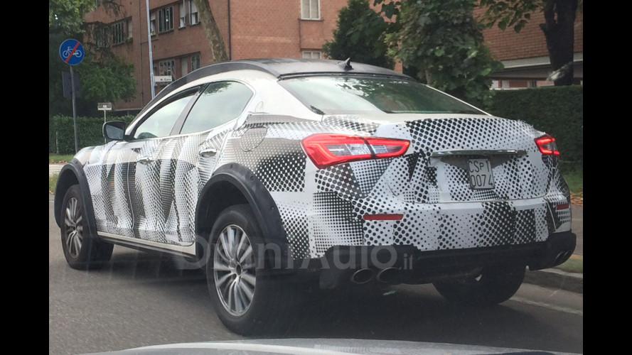 Maserati Levante, nuove foto spia anche degli interni