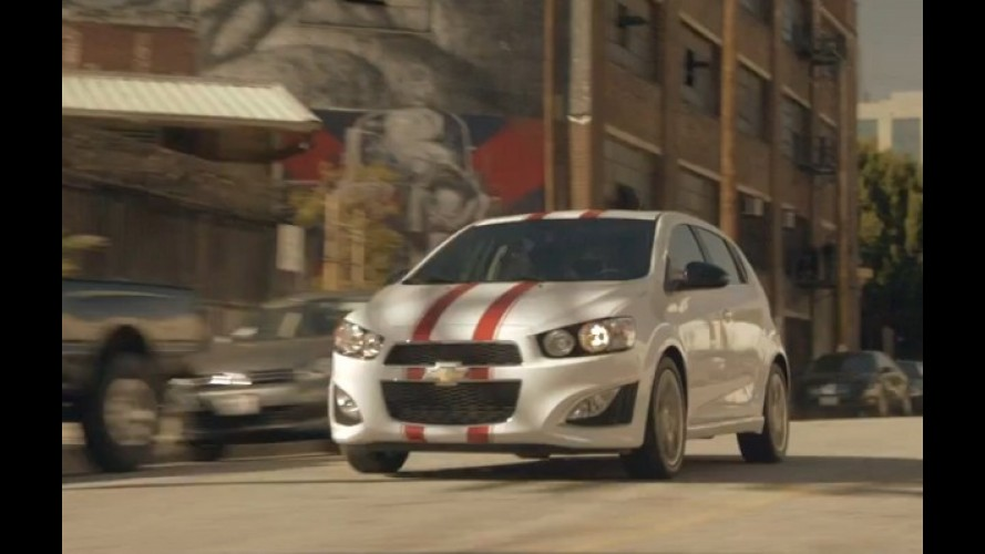Vídeo: Chevrolet Sonic anda como um skate