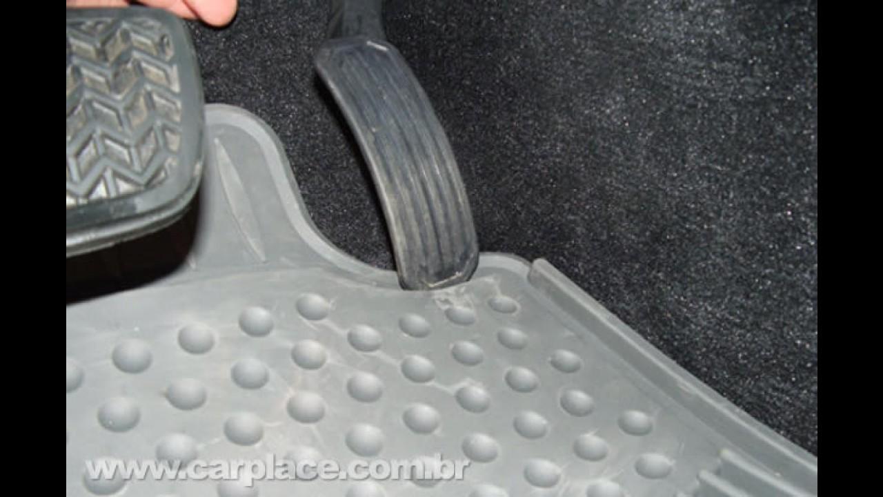 Nota Oficial: Toyota confirma Recall do Corolla no Brasil por risco do pedal ficar preso no tapete