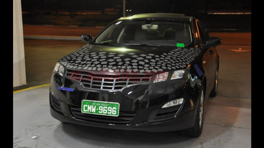Flagra? Sedan chinês Roewe 550 é fotogrado camuflado em testes em São Paulo