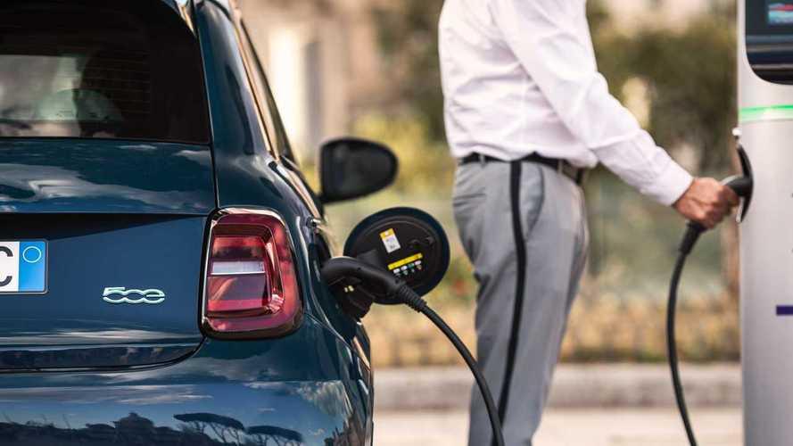 """Fiat 500 elettrica, l'edizione speciale """"la Prima"""" da 34.900 euro"""