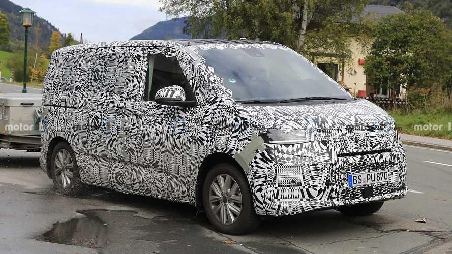 Volkswagen T7 Transporter Alpler'de test yapıyor