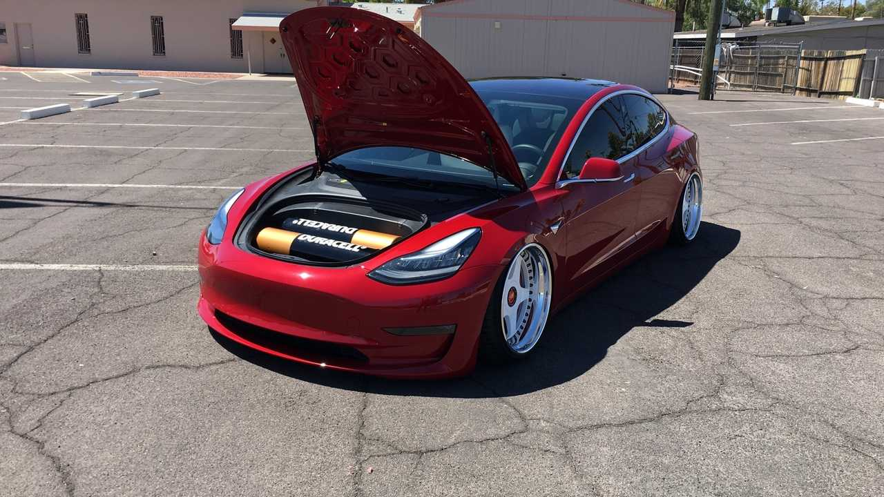this bagged tesla model 3 goes viral in a jiffy. Black Bedroom Furniture Sets. Home Design Ideas