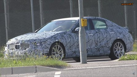 Flagra: Mercedes-Benz Classe C 2021 testa sistemas semi-autônomos