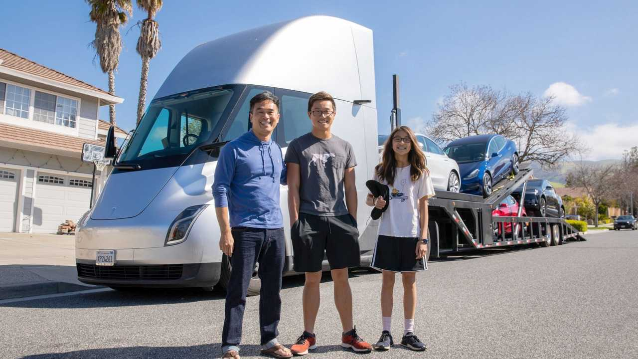 tesla semi delivering 1