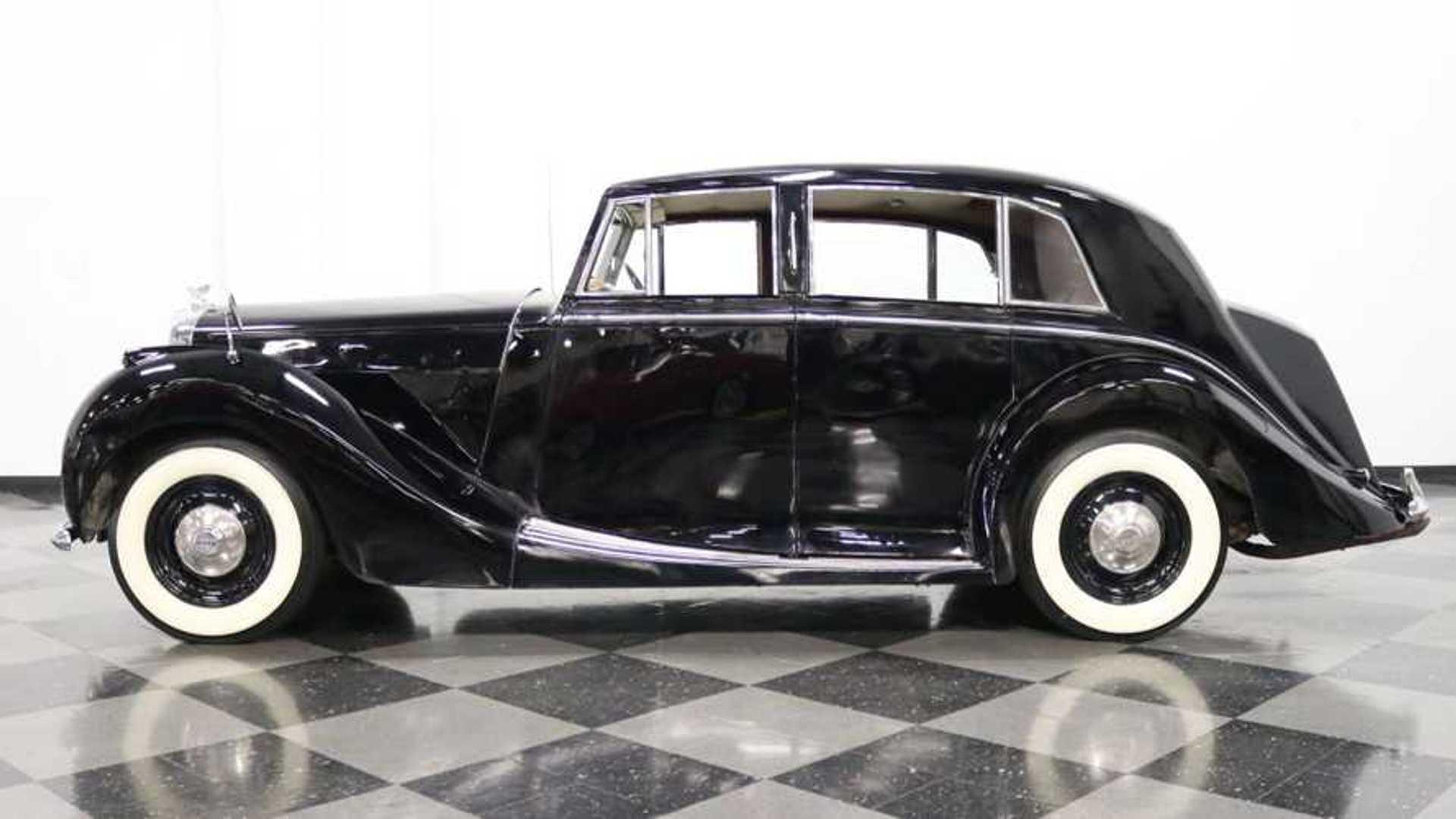"[""1949 Bentley Mark VI Offers Surprising Fun""]"