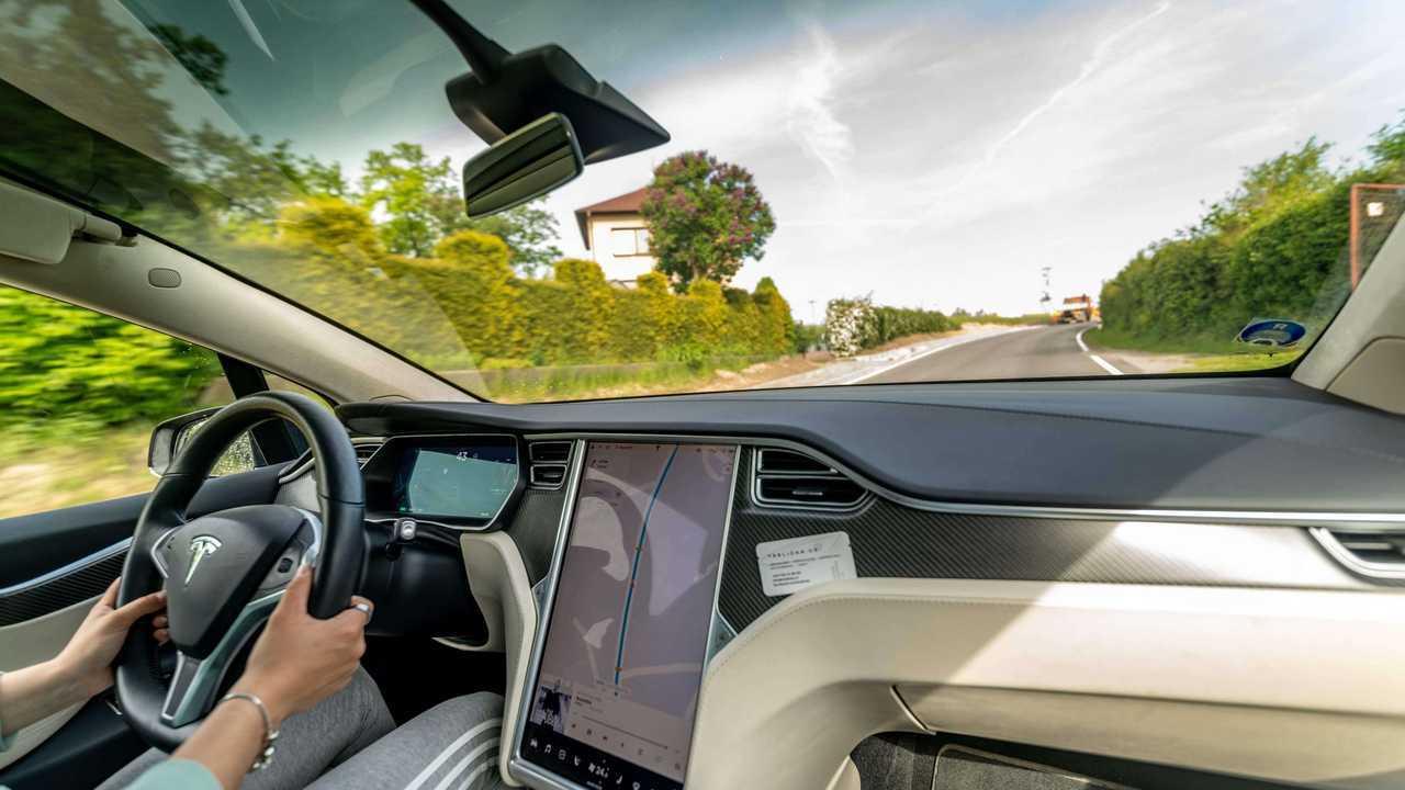 Teslička, Tesla Cars'ı Özerk Teknoloji Öncesi Kâr Getiriyor