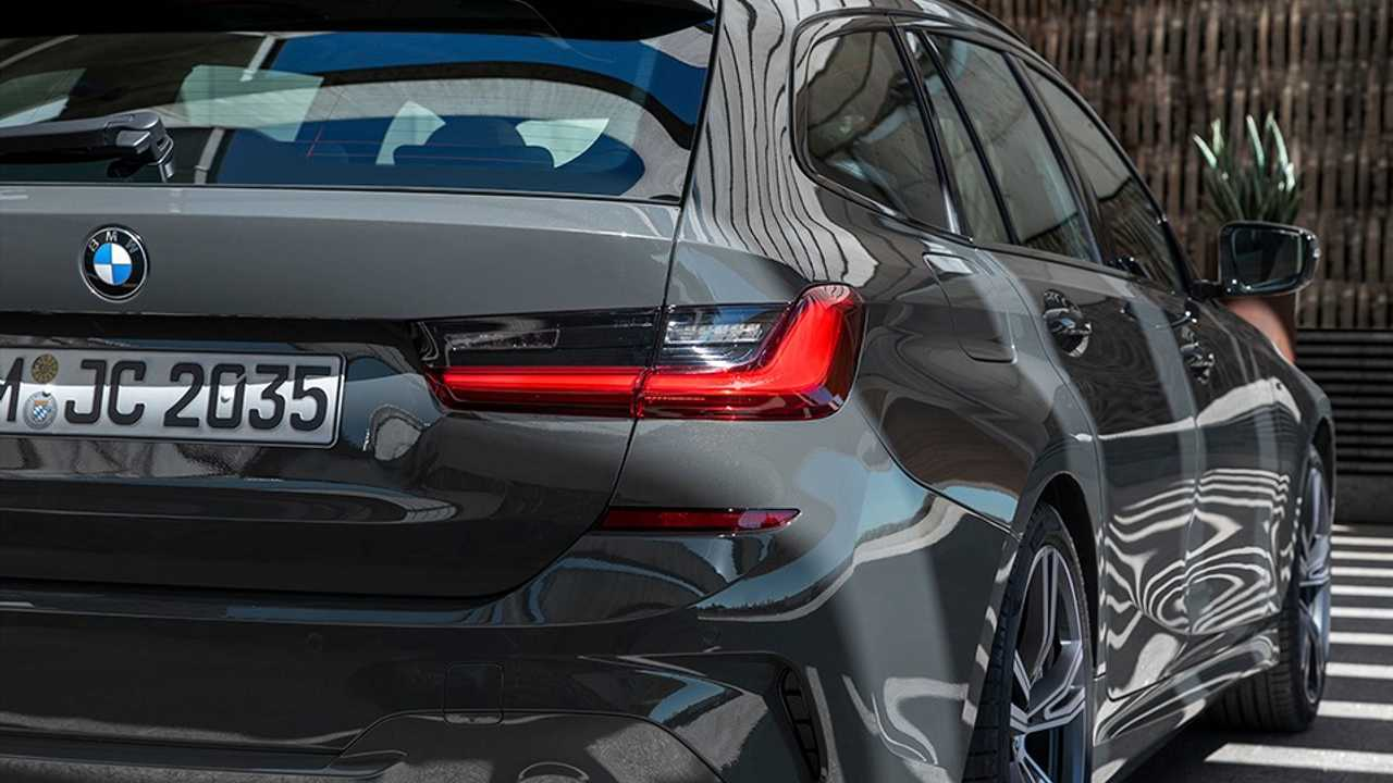 Bmw Says Not Many Owners Know About A Wagon S Opening Tailgate Window
