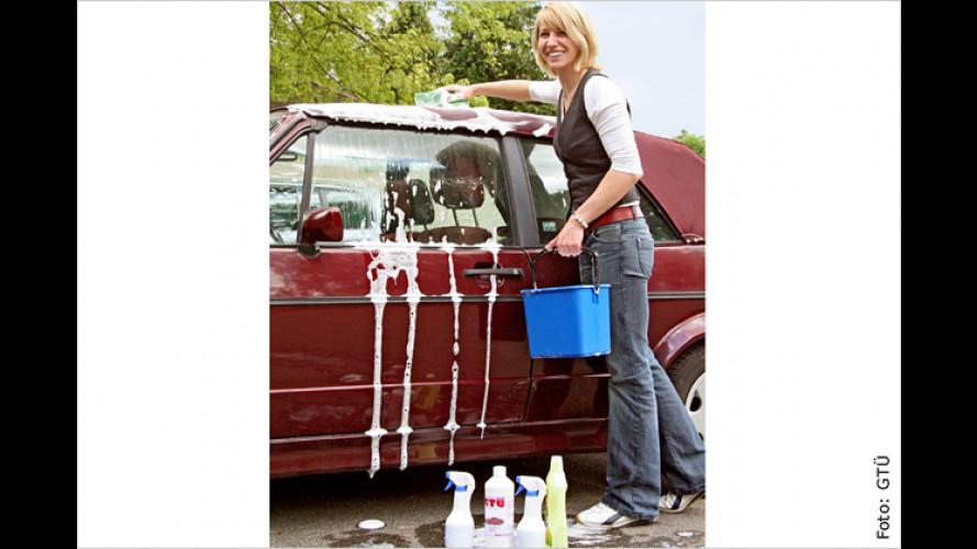 Waschtag fürs Cabrio-Top: So pflegen Sie das Dach richtig
