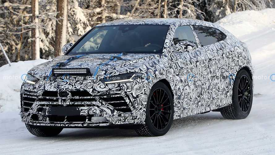 Lamborghini Urus Evo keeps facelift hidden in new spy photos