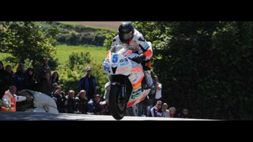 Tourist Trophy 2011: Anstey vince Gara 1 in Supersport