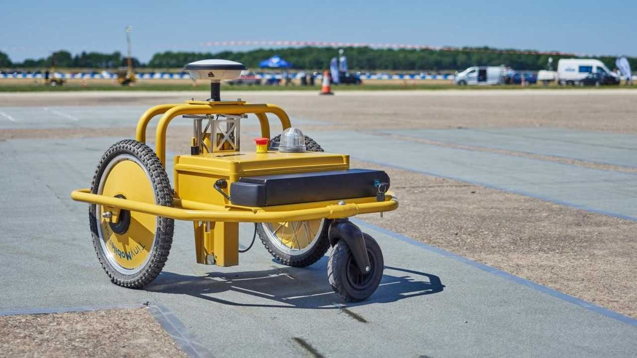 Highways of England line-painting robot