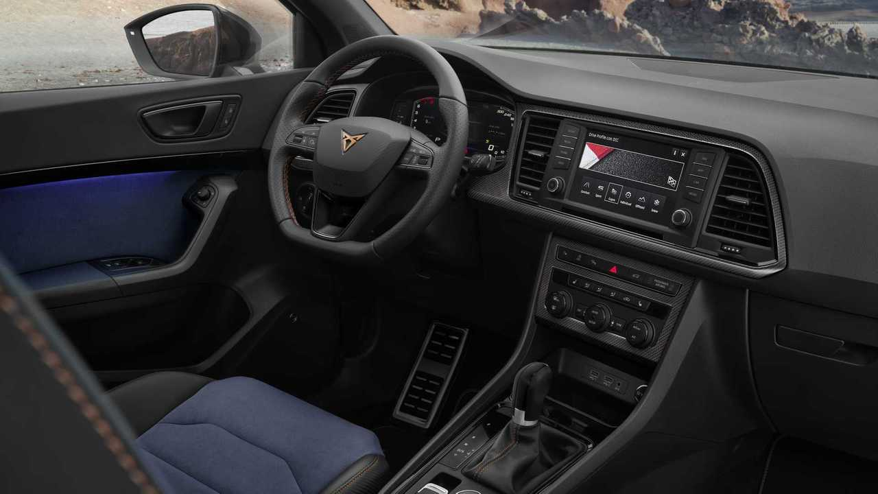 Interior con detalles en carbono