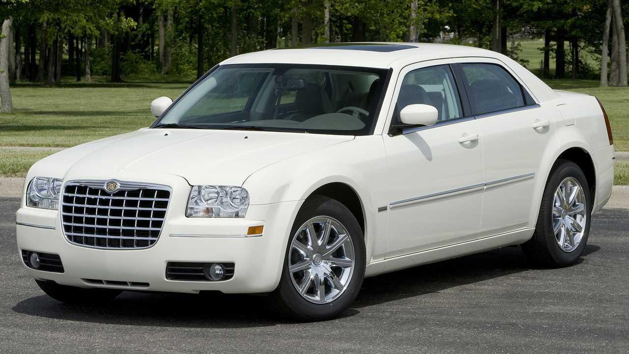 2010 Chrysler 300C: $7,505