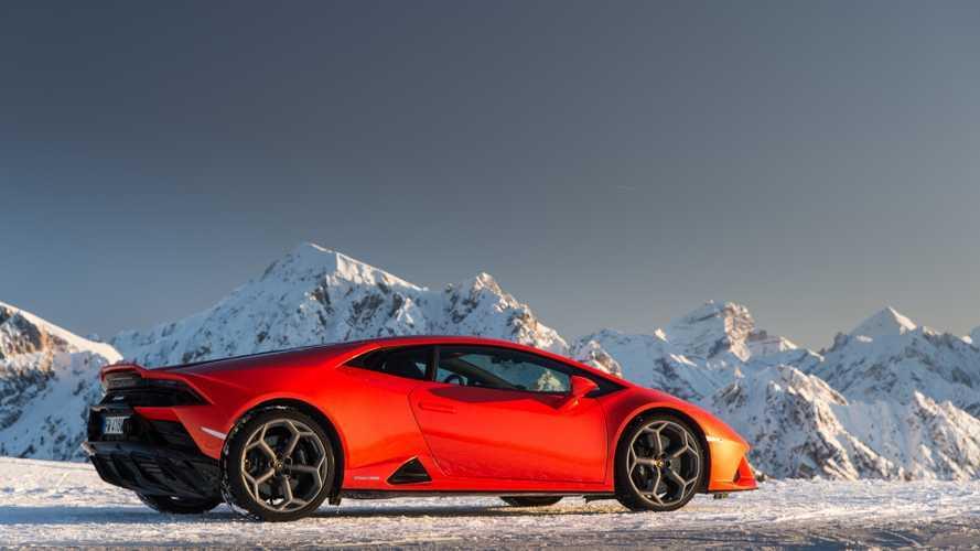 Lamborghini celebra il Natale con un viaggio verso la neve