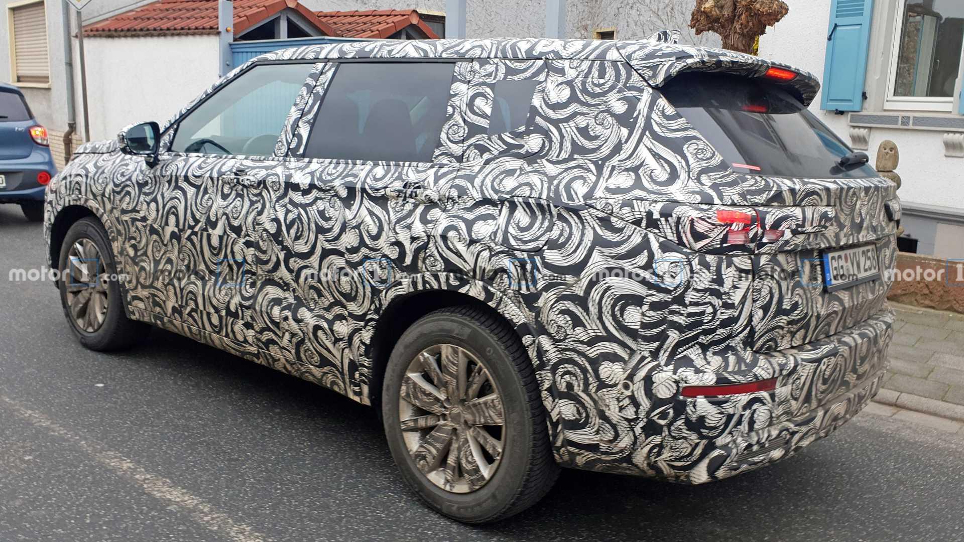2020 - [Mitsubishi] Outlander IV 2021-mitsubishi-outlander-spy-photos