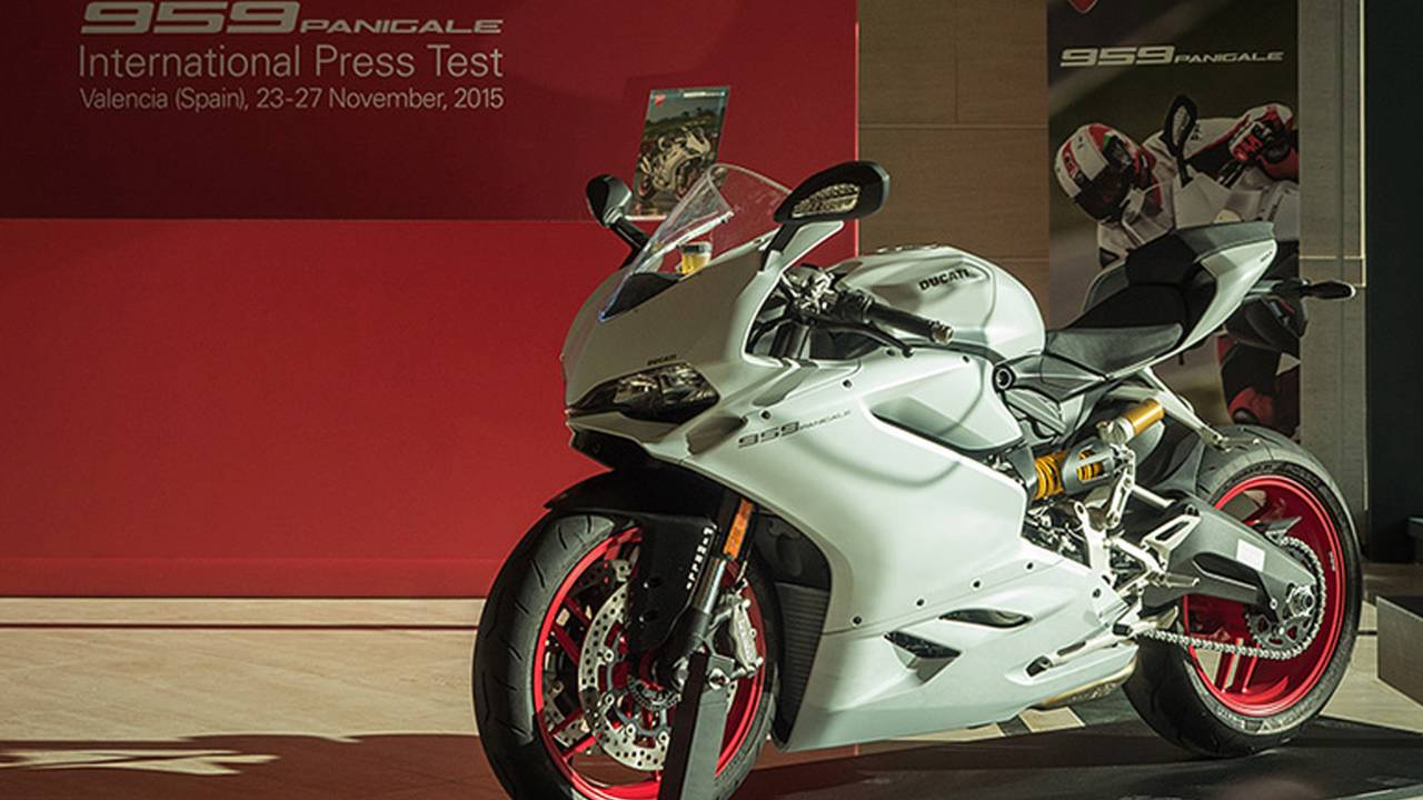 2016 Ducati 959 Panigale - First Look