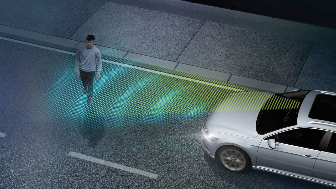 Sistema de frenagem automática de emergência e detecção de pedestres