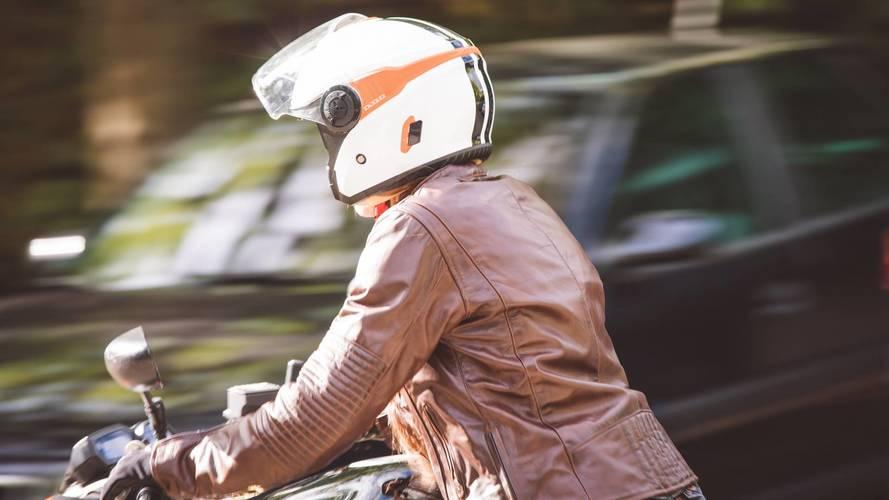 Astone se adelanta al verano con su nuevo casco jet DJ10-2