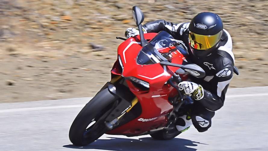 RideApart Comparison: Ducati 1199 Panigale S v R