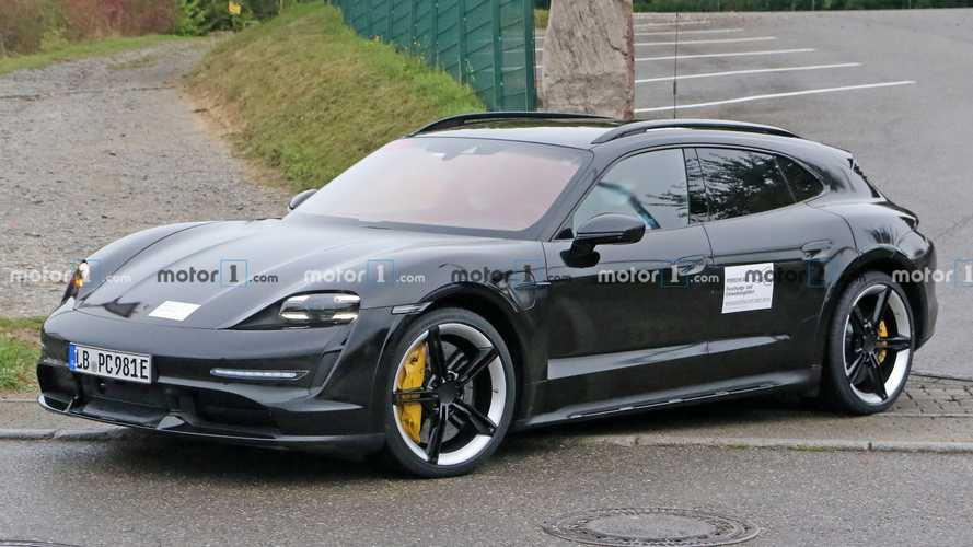Porsche Taycan Cross Turismo loses last bit of camo in new spy photos